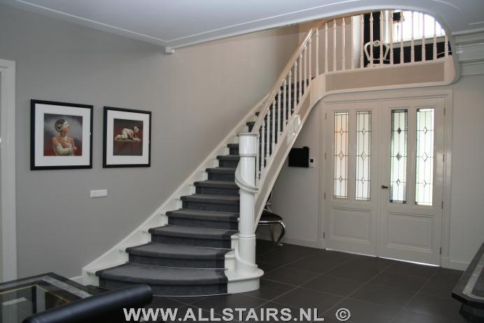 Uitsparende houten design trap allstairs trappen benelux for Moderne houten trap